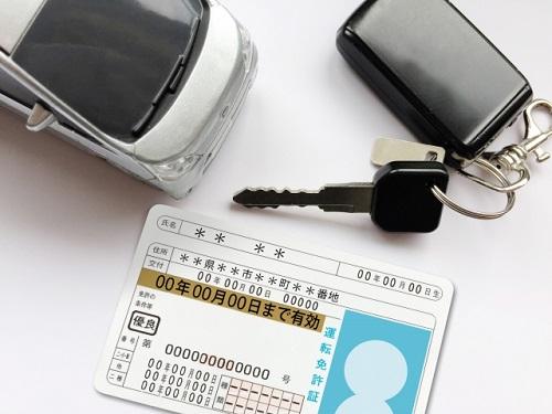 気分よく笑顔で取得できた自動車免許の画像